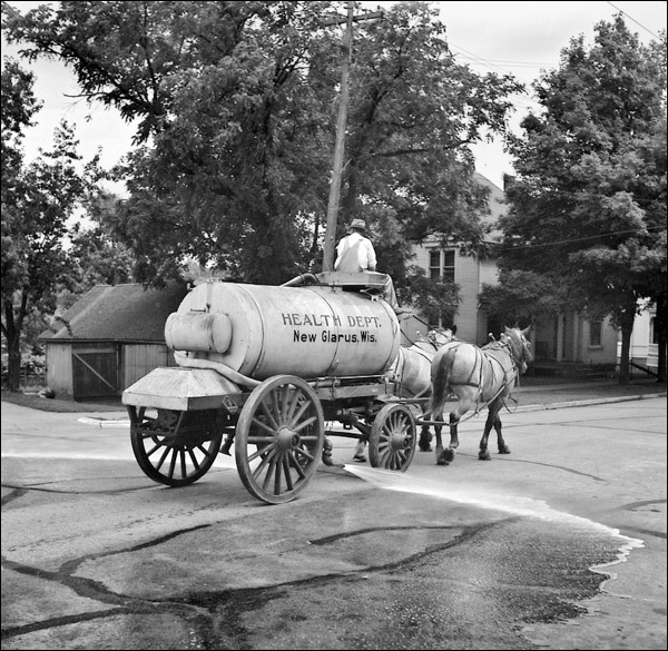 1937-wisconsin-new-glarus-sprinkler-wagon.jpg