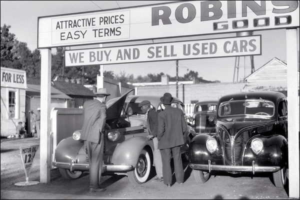 1939-mississippi-clarksdale-used-car-lot.jpg